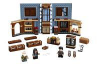 LEGO® 76385 Harry Potter Hogwarts Moment: Zauberkunstunterricht Set, Spielzeugkoffer mit Minifiguren, Sammlerstück
