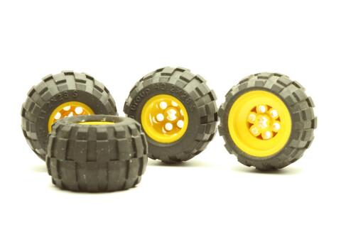 1 St. LEGO Technik Räder: gelbe Felge mit Achsenloch mit Reifen Mittelgroß