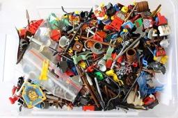 Kiste mit LEGO® Ritter Teilen LEGO® Figuren bei Steinchenwelt Online Shop
